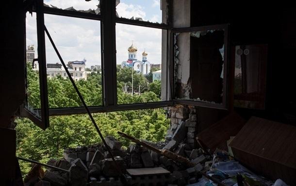 В Луганске под обстрел попали жилые дома и здание детсада