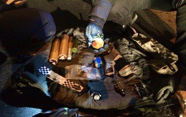 Батальон Киев-1 заявляет о задержании машины с оружием при въезде в столицу
