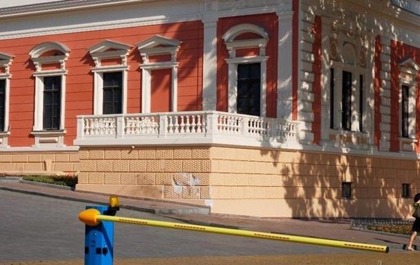 ДТП в центре Одессы: Mercedes врезался в Музей морфлота