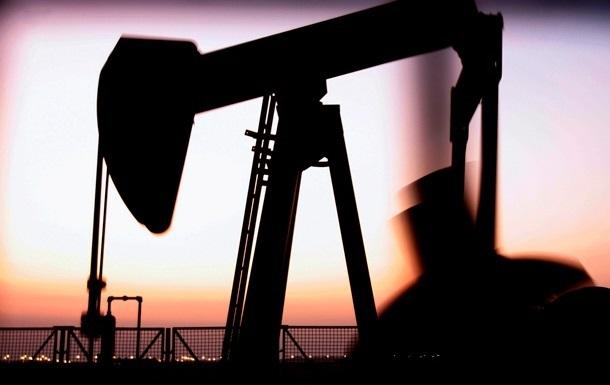 Нефть в мире продолжает дешеветь