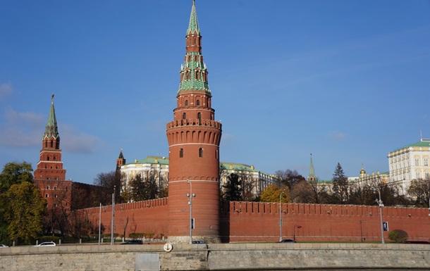 В Кремле прокомментировали подписанный Порошенко закон о санкциях