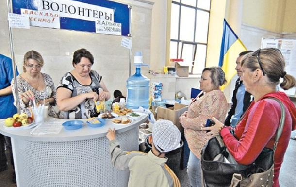 В Харькове переселенцы неделями живут на вокзале и спят на подоконниках