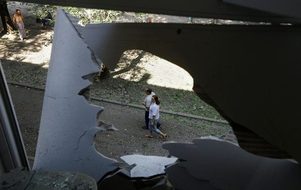 В Донецке ночью шли бои в районе аэропорта, повреждены жилые дома в двух районах