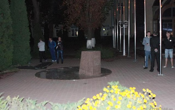 В Одессе снесли  памятник Кивалову
