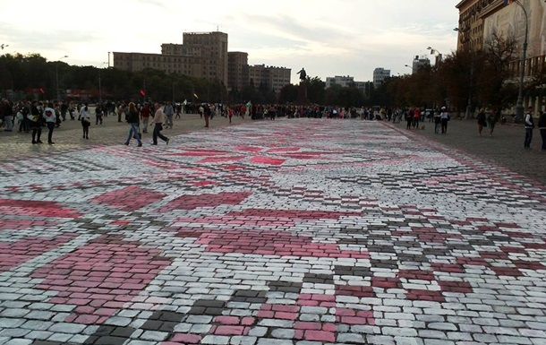 В Харькове нарисовали самую большую в Украине вышиванку