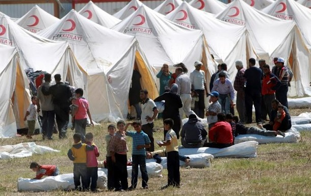 Из зоны боев с  Исламским государством  в Турцию бежали свыше 130 тысяч сирийских курдов
