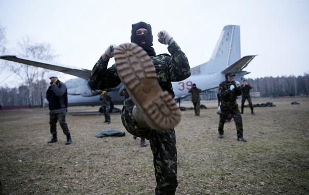 Львовские военкоматы вербуют добровольцев для обороны города