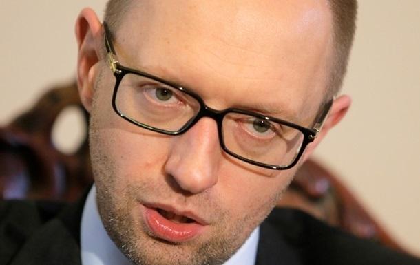 Яценюк пообещал остановить  неадекватные валютные скачки
