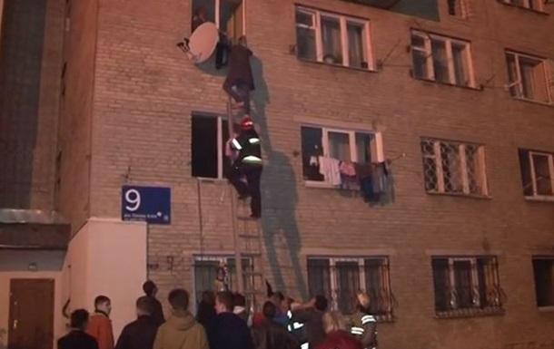 Во Львове из горящего дома эвакуировали 32 человек