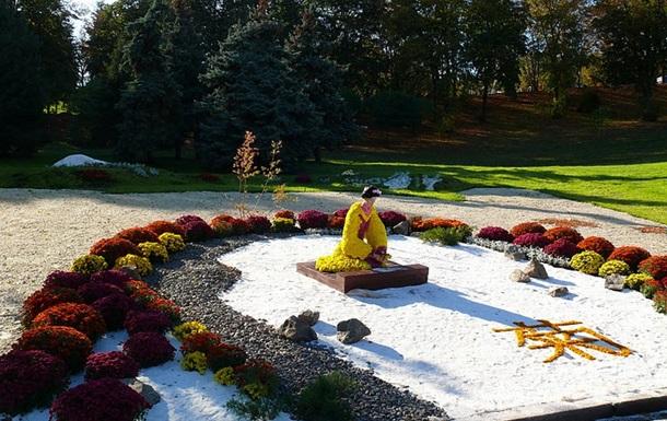 На Співочому полі в Києві відбудеться виставка хризантем