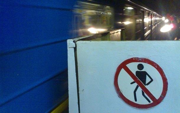 Зеленая ветка киевского метро останавливалась в час пик