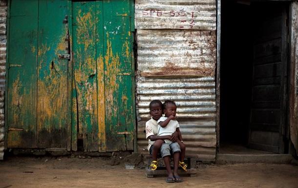 Эбола: пустые школы и переполненные больницы - репортаж