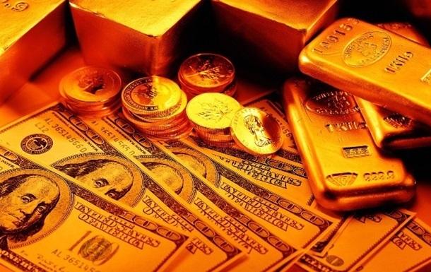 Цены на золото рухнули до годичного минимума
