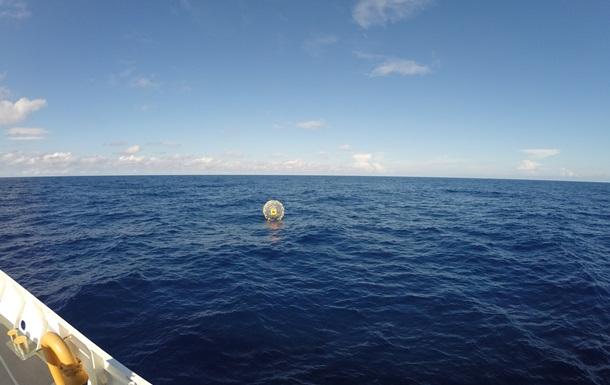 В США спасли мужчину, бежавшего по морю в шаре-зорбе