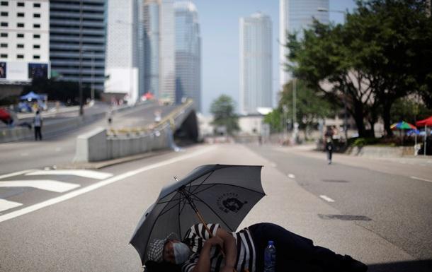 Протесты в Гонконге пошли на спад, демонстранты разбирают баррикады