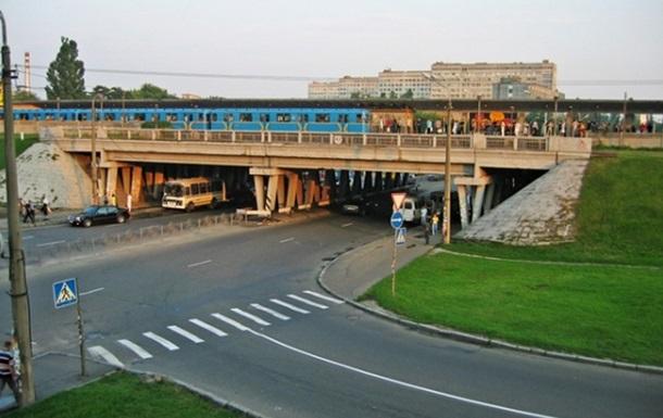 На  красной  ветке киевского метро поезд сбил мужчину