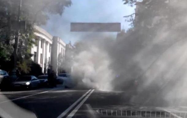Под Радой загорелся автомобиль, поднимаются клубы дыма
