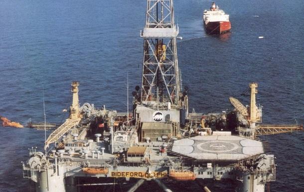 Нефть вновь дешевеет из-за роста добычи и запасов в США