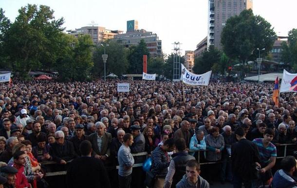 В Ереване прошел многотысячный митинг оппозиции