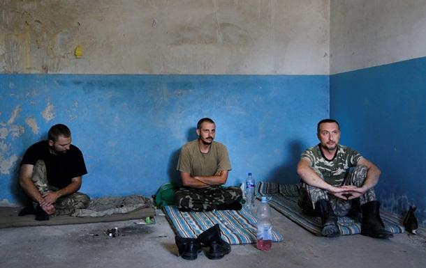 Из плена в зоне АТО освобождены шестеро военных и журналист