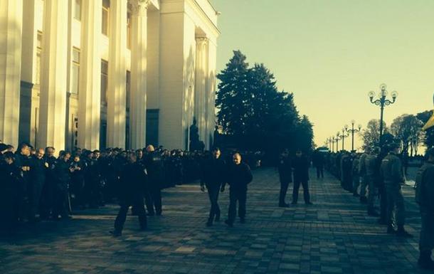 Здание Рады охраняют более трехсот правоохранителей