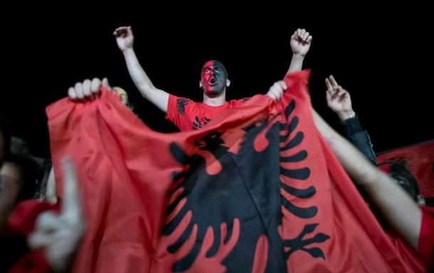 Срыв футбольного матча в Белграде привел к жестоким столкновениям в Косово