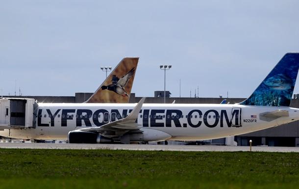 Авиакомпания в США ищет пассажиров рейса, которым летела больная Эболой