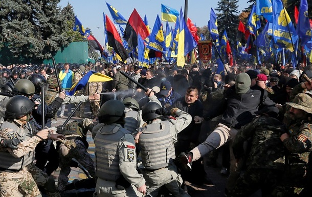 За беспорядки под Радой задержали более 40 человек – Аваков