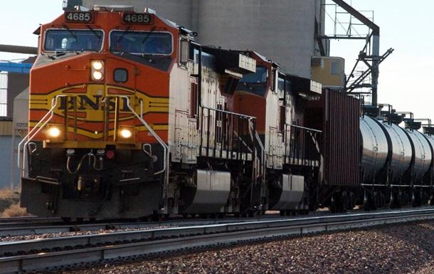 В США пассажирский поезд столкнулся с товарняком