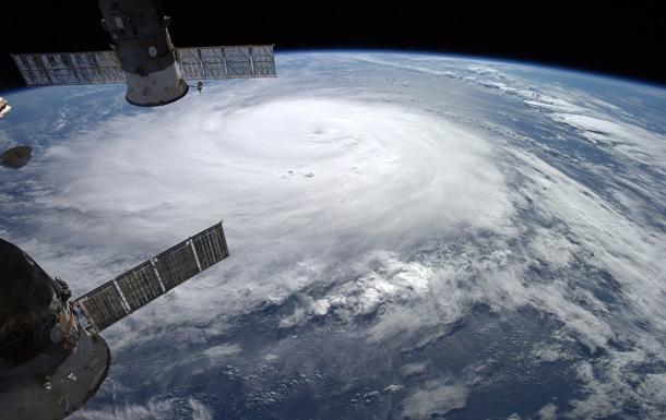 На Бермудские острова обрушился ураган Гонсало
