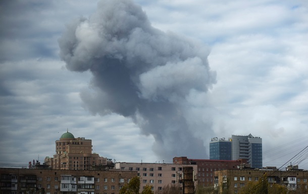 В Донецке снова слышны залпы тяжелых орудий