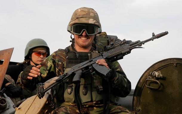 Полторак констатировал проблемы с обеспечением военнослужащих