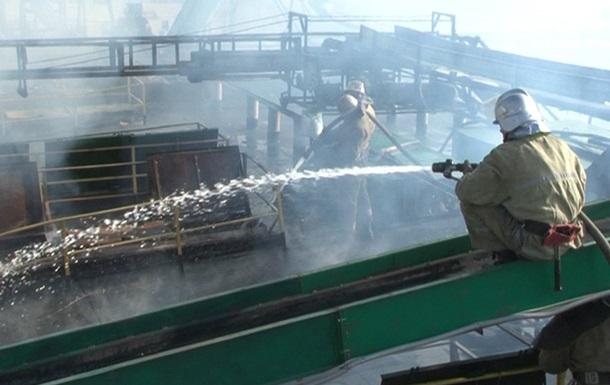 На Днепропетровщине вторые сутки не могут погасить пожар в шахте