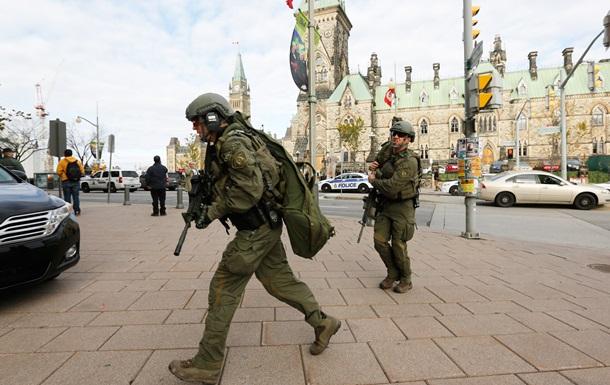 Полиция зачищает здание канадского парламента в поисках террористов