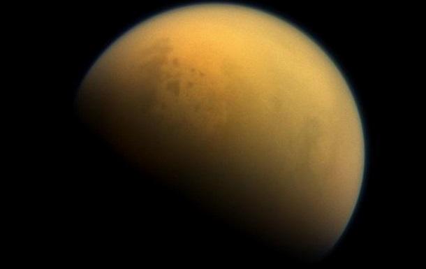 На полюсах Титана нашли светящиеся газовые пятна
