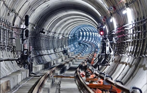 На  красной  ветке киевского метро не ходили поезда