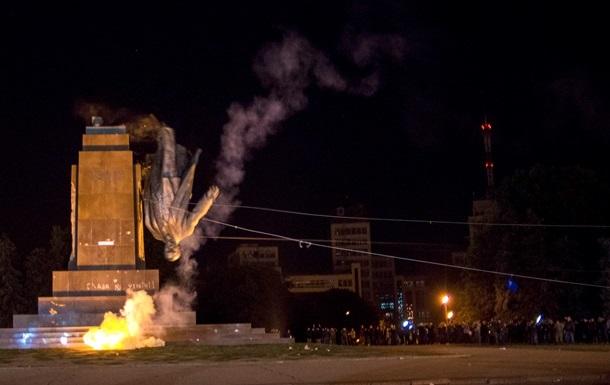 Суд признал законным снос памятника Ленину в Харькове