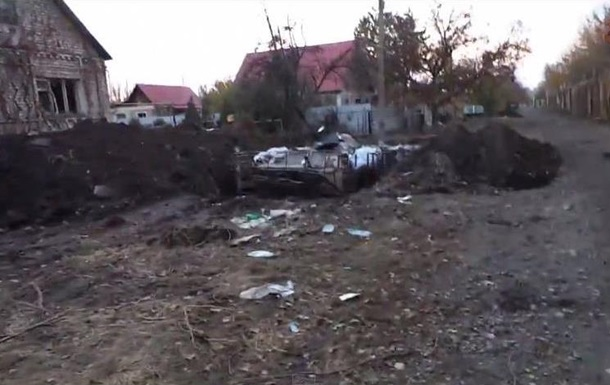 Поселок Пески под Донецком: разрушенные дома и пустые улицы