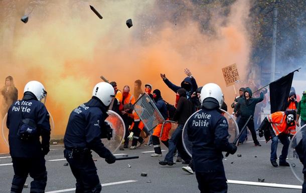 Заворушення в Брюсселі: зіткнення протестувальників з поліцією і спалені ав