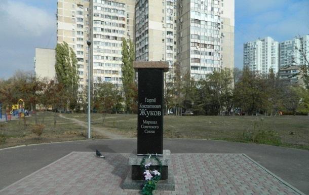 Нацисты продолжают борьбу с памятниками в Украине