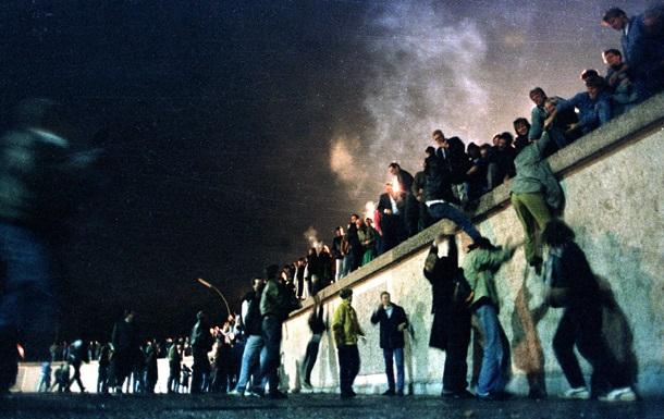 Google посвятил дудл падению Берлинской стены