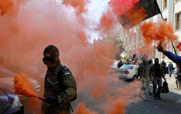 Правий сектор і УНА-УНСО заборонили в Росії