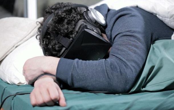 Человек впервые проведет месяц в шлеме виртуальной реальности