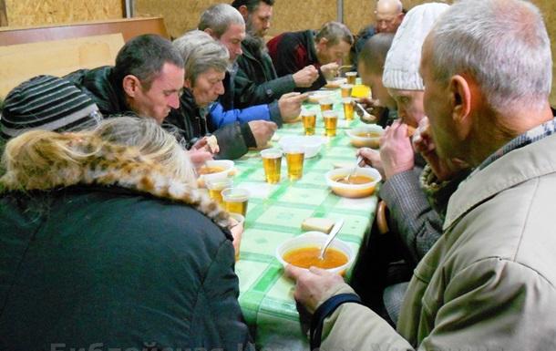 Библейская Церковь Макеевки кормит голодных.