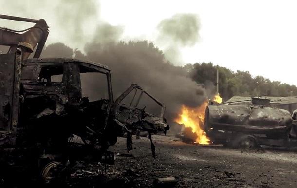В сети появились кадры горящей техники в зоне АТО