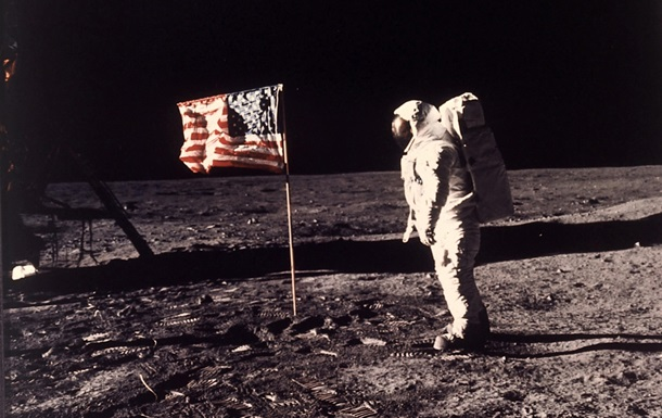 Корреспондент: Людина на Місяці. Факт чи професійна підробка