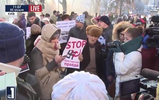 Протесты под Радой: медики, обманутые вкладчики, журналисты