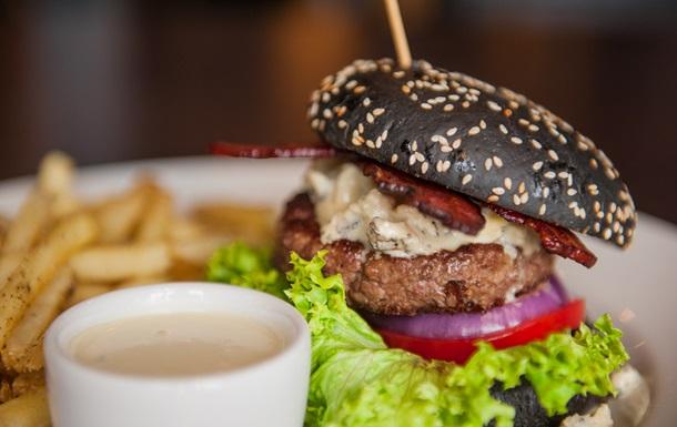 Черный бургер с говяжьей котлетой: мастер-класс