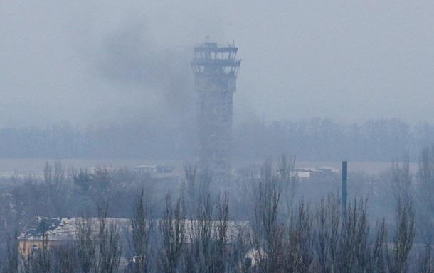 Бої в аеропорту Донецька тривають - глава Міноборони