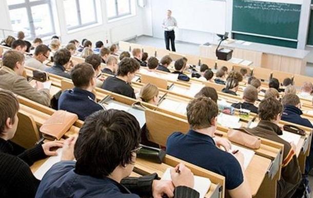 В Киеве преподавателя пытались зарезать на работе